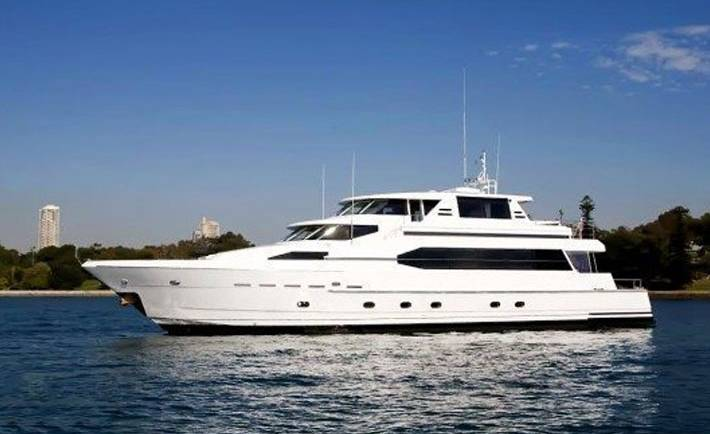 AQA Luxury Boat Charter